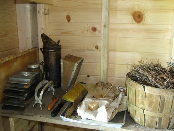 Beekeeping Equipment and Uses - Mama's Homestead
